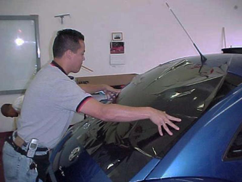 Thi công dán phim chống nóng Vkool cho xe ô tô